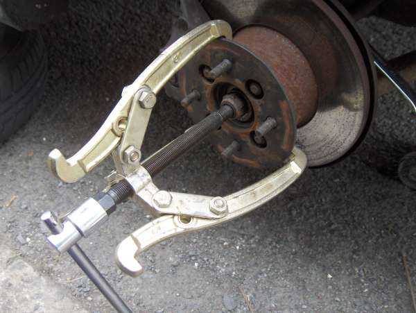 Tips on removing drive shaft from hub as seized in